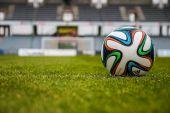 Sieben Jahre länger � Mehr Sport und weniger Geld?